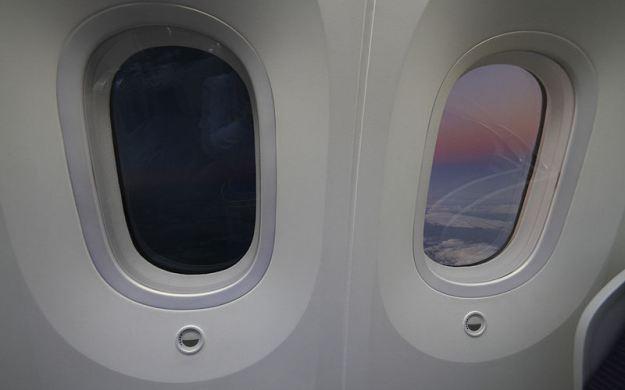 I vetri elettrocromici possono essere applicati anche negli aerei per proteggere i passeggeri dai raggi UV